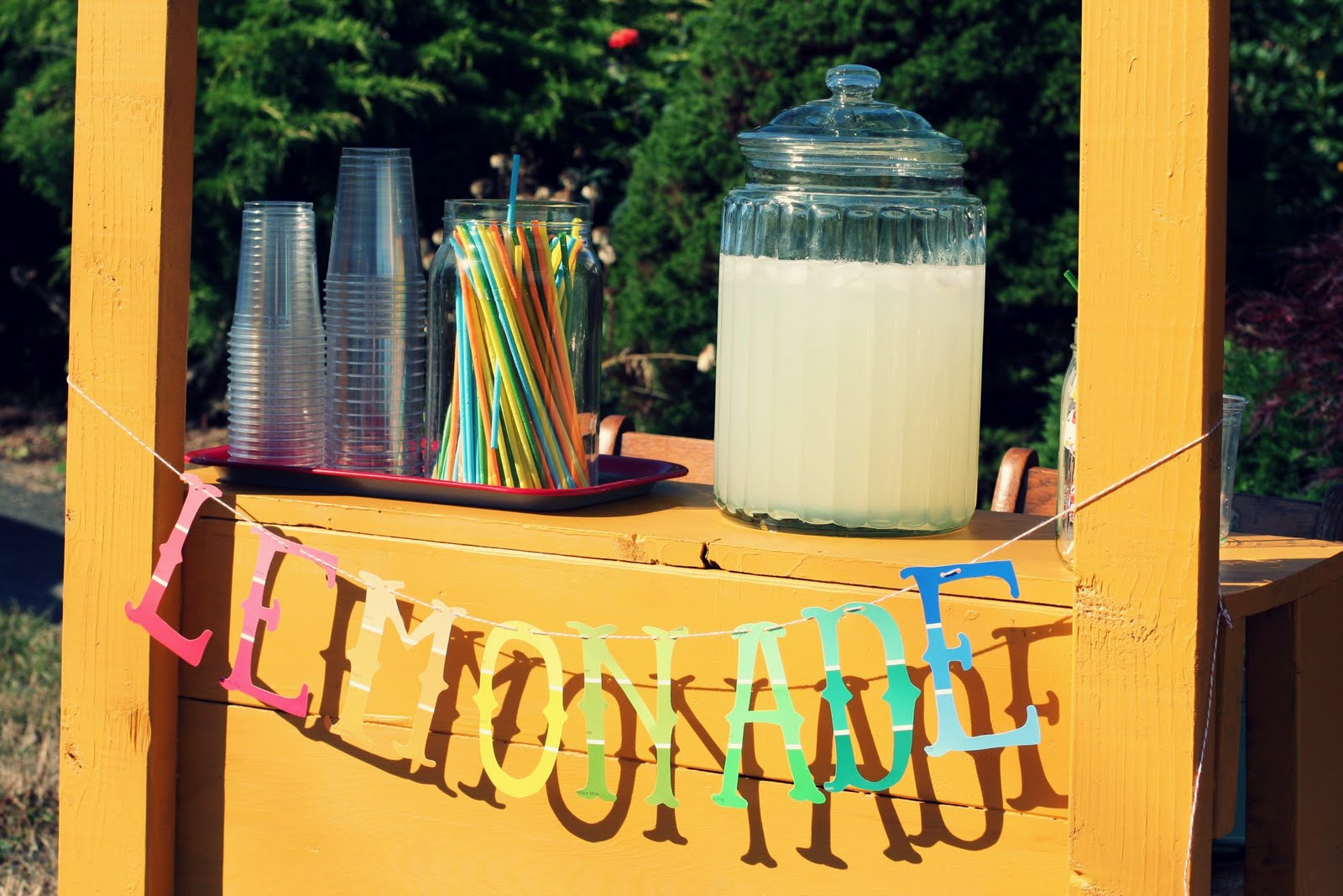 Serve drinks at your Yard Sale to make it look professional