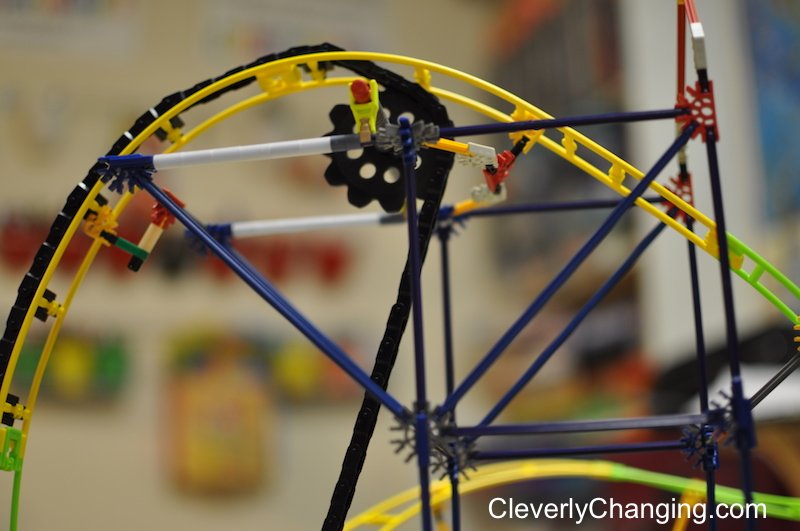 knex-gear-and-hinge